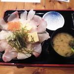 魚旬 - 魚屋の海鮮丼¥1000