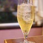 古月 - 洋梨、無花果、杏仁のお酒。効能は滋陰潤肺。
