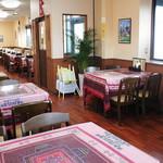 インド ダイニング カフェ マター - 約60席の広くゆったりとした店内!