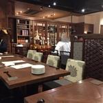 中華料理 頤和園 - いつも20人近い人数の食事会なんでこの日もお店奥のテーブル席を貸し切っての食事会になりました。   料理は飲み放題も入れて5000円でいつもの様に幹事の方が仕切ってくれました。