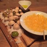 44884102 - 銀杏をミモレットに絡めて食べる。美味!!