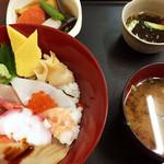 まぐろ基地 - ちらし寿司定食