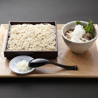 北海道和寒地方から無農薬栽培のそばを厳選して使用する