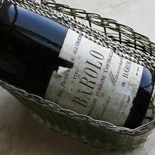 セラーに眠る1000種類10000本のワインから最適な1本を
