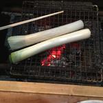 山女庵 - 割り箸と比べてネギの大きさ!?