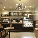 エクセルシオール カフェ - 11/26にリニューアルオープンしたコンラッドホテルの建物2階にあるエクセルシオールカフェ\(^o^)/