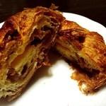 パン工房 モグモグ - 料理写真:マロンデニッシュ(カット)