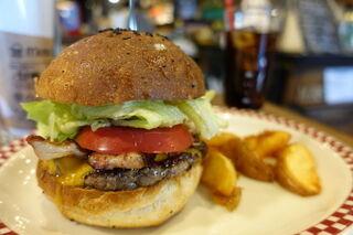マンチズ バーガー シャック - 自家製ベーコンチーズバーガー 1500円