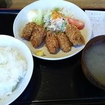 44889954 - (2015/11  訪問)カキフライ定食。800円。