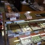 七福堂老舗 - ⑥ショーケース*素朴な和菓子たちが並んでます