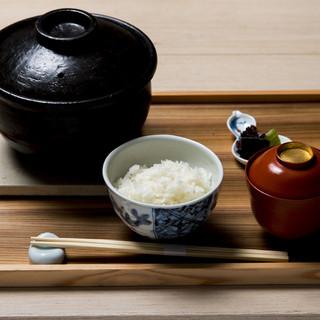 炊きたて特選土鍋ごはんは絶品です。