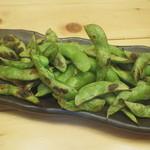 丸海屋 離 - 枝豆の炭火炙り(390円)