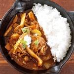 野菜を食べるカレーcamp - 彩りきのこと鶏手羽の欧風カレー