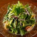 坂の上ホタル - 春菊とホタテのサラダ