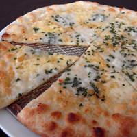 ウォーターサイト.オットー - 3種のチーズピザ