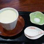 穣庵 - 生しぼりずんだ豆腐(295円)(2015/1)