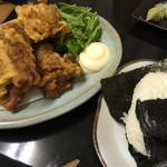 たのし家 - 料理写真:からあげ400円、おにぎり200円