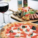 ハッピークルーズ - 料理写真:ピッツァ&前菜盛合せ&樽生ワイン