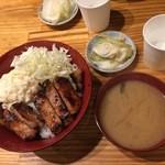 赤兵衛 - きなこ豚の西京味噌焼き丼+御新香、味噌汁850円