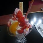 ドリーム - 料理写真:イチゴパフェ