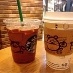スターバックス・コーヒー - カフェモカ(左)フルーツクラッシュ&ティー(右)