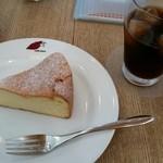caffe  dolce - ベイクドスフレチーズケーキ ドリンク付き710円