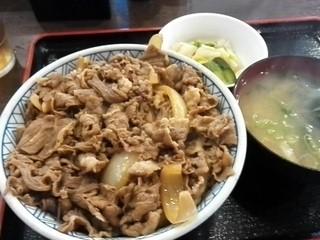 神戸亭 - 牛丼大盛¥480(味噌汁付)+お新香¥60