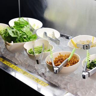 新鮮な野菜のサラダバー