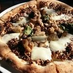 44922751 - 新作、黒豆と鶏肉のピッツァ