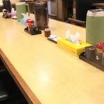 魚食堂たわら - テーブル席