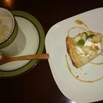 MOKU cafe - カフェオレとキャラメルバナナの濃厚チーズタルト