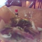 野山の食堂 - ネギと自家製ベーコンのピザ