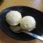 中華そば 七郎 - デザートはアイスを選択♪