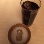 韓の香 - マッコリ400円、アイスコーヒー400円です。