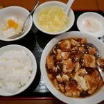 全家福 - 麻婆豆腐定食(800円)