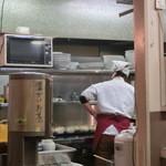 食堂四川一よし - 店内です。