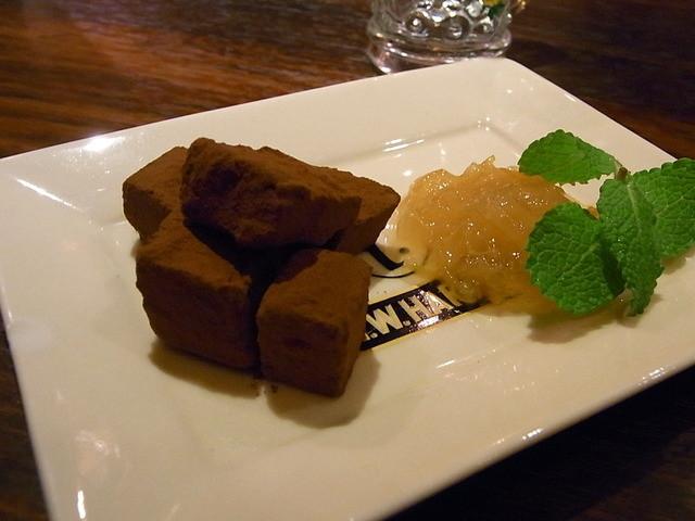 Bar Agit - 自家製生チョコと甘夏?ジャム¥600