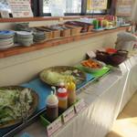 お食事処 なごみ - スープやサラダはビュッフェスタイルの食べ放題なんで好きな物をテーブルに自分で運びます。