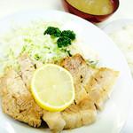 44933112 - ブタ肉塩焼きライス(上) 1,100円