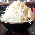麺や豚髭 - 料理写真:ラーメン小+ヤサイチョイ増しの半分ニンニク増し増し