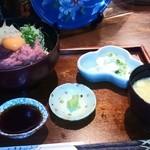 鈴家 - ネギトロマグロ丼(1100円、ドリンクもあり)