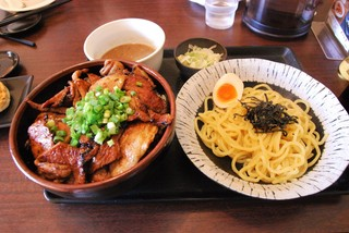 笑門 - Cセット(豚丼大盛+ハーフつけ麺