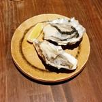 原始焼き酒場 ルンゴカーニバル 極 - 生牡蠣 1個100円+税