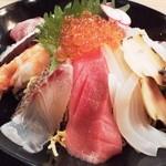 44943123 - 海鮮ちらし丼のアップ