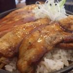 くまうし - 豚丼アップ