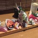 魚金 2号店 - 少しずついろいろ12点盛りの玉手箱1580円を注文。                             なんかすごいの来ちゃった!!(*♥д♥*)