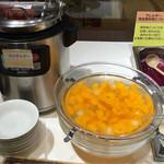 炭火焼ハンバーグカキヤス - デザートバー。白玉ぜんざいは温かい。