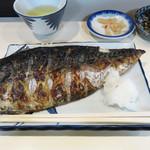 44951720 - ランチメニューは、鯖の一枚焼き定食1種類で、お値段は900円です。