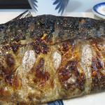 44951726 - コレはまさにサバの部位を存分に味わえる、鯖のステーキでしょう。                       骨はそれなりにあるので、お若い方はチョット苦戦されてありますが、皆美味しそうに召し上がってます。