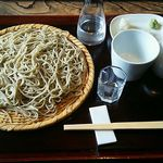 44954409 - 十割蕎麦(三十枚限定)1050円(税込)と、届くまでに楽しんでいた「大吟醸」鄙願(ひがん)。